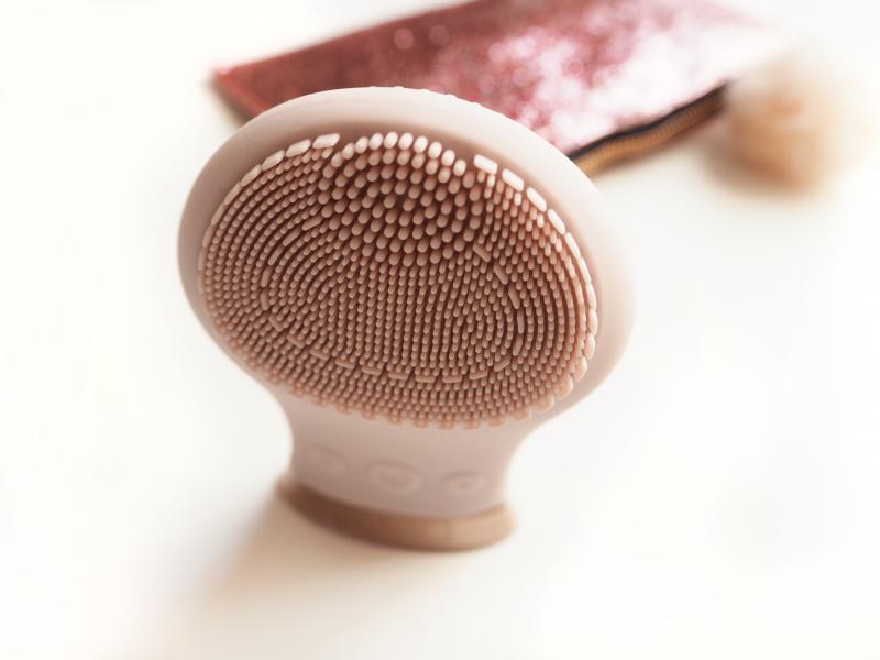SENSSE Silicone Facial Cleansing Brush and Exfoliator bristles