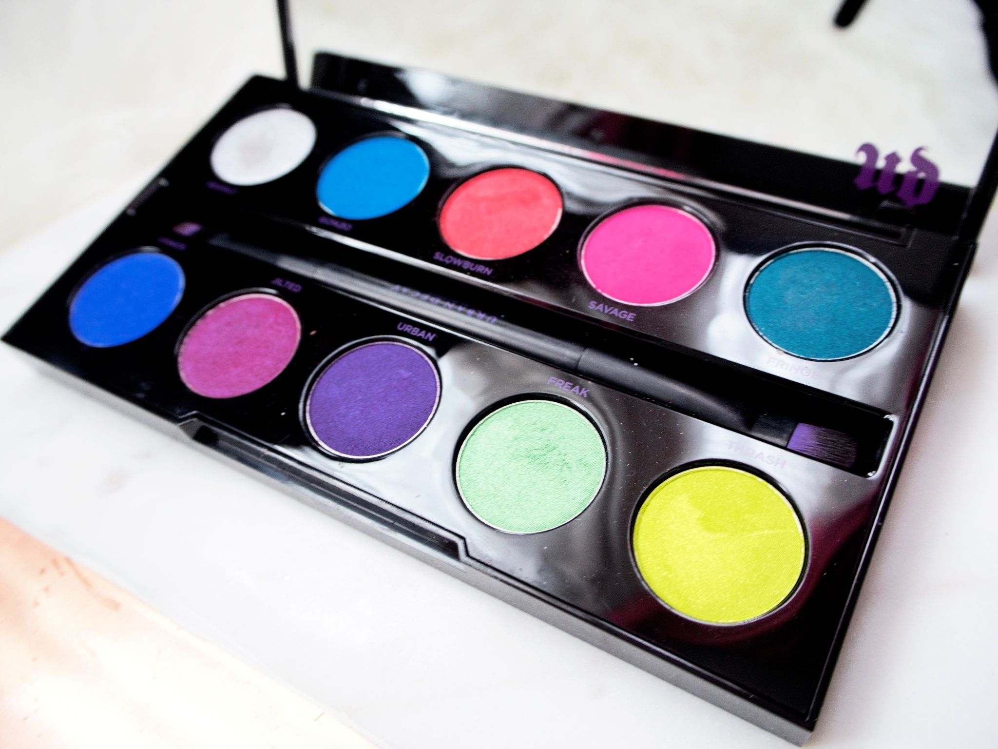 Urban Decay Electric Palette colours