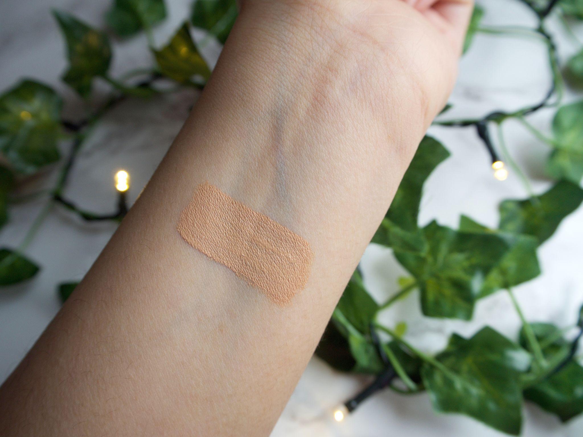 NARS creamy concealer Macadamia swatch