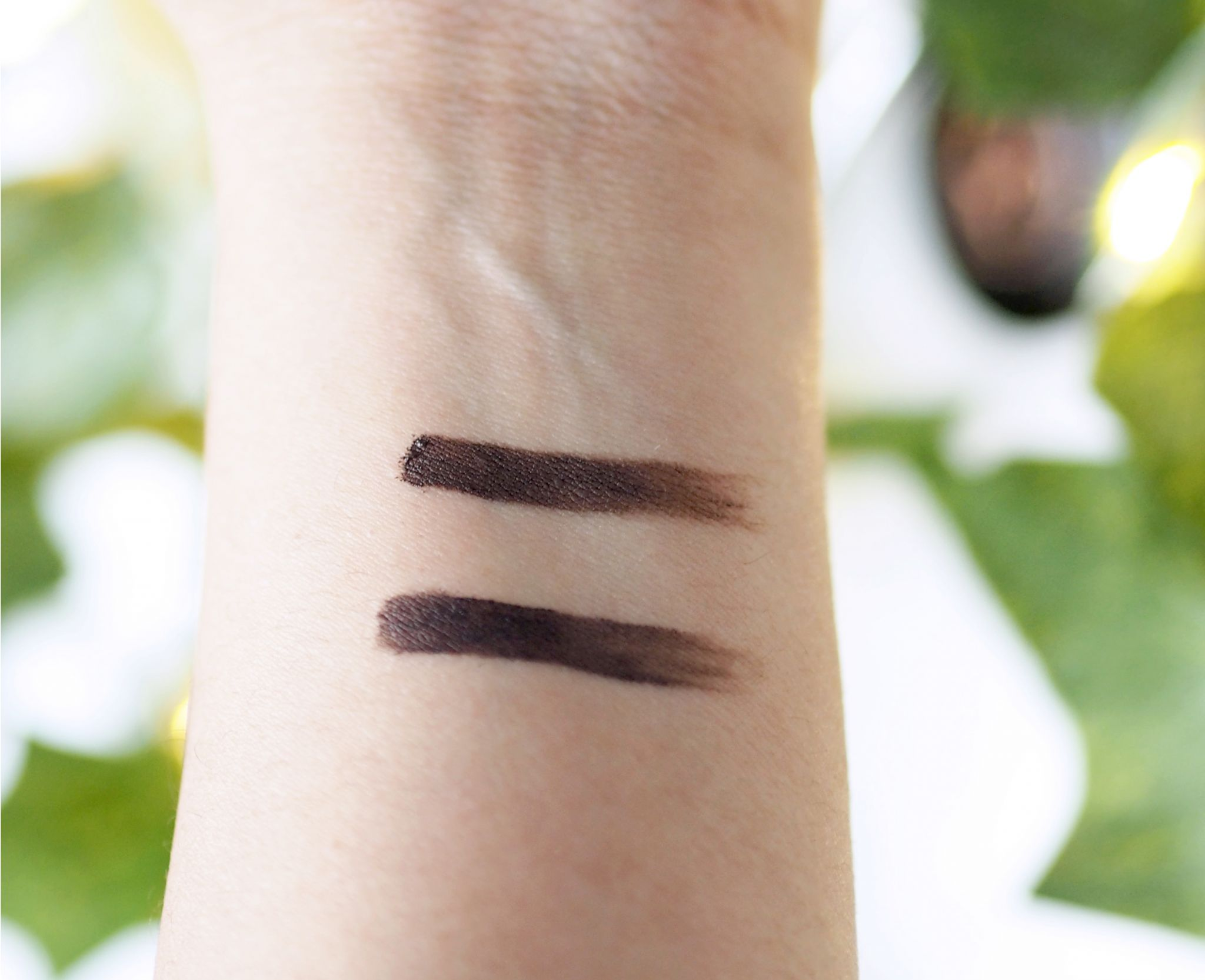 Difference between Anastasia Dipbrow Pomade Dark Brown and Ebony